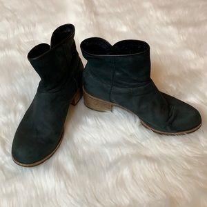 UGG Darling black Nubuck suede ankle boots Size 7